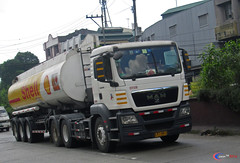 MAN TGS 26.360 Shell Tanker (Next Base) Tags: czeon santos man tgs 26360 shell tanker truck manufacture bus ag trailer 3 axle transbilt model chassis configuration 6x4 shot location cloverleaf balintawak