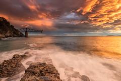 Amanecer inesperado ll (Pruden Barquin) Tags: seascape landscape paisaje colores amanecer fuego fotografia cantabria tonos marcantabrico mioño nikond610 prudenbarquin