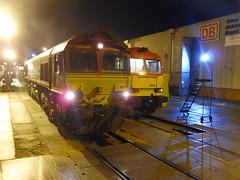 DBS 66021 & 60092 @ Toton (Sim0nTrains Photos) Tags: shed tug dbs class66 diesellocomotive class60 diesellocomotives supertug 1z74 dbschenker totontmd 1z75 tuggingshedmaster thetuggingshedmaster