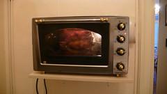 Humm.... a sent bon ..... Le poulet qui rtit...... (jeanlouisallix) Tags: four cuisine grill roller quartz kenwood poulet rti cuisson