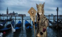 Golden Hour (R.o.b.e.r.t.o.) Tags: carnival venice italy costume nikon italia mask flash carnaval bluehour nikkor carnevale venezia maschera sera sangiorgio isola 2470 orablu heurebleue d700 sb900
