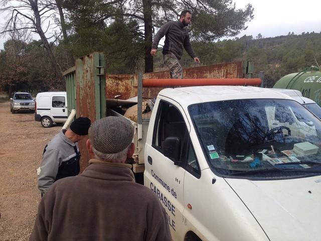 Premier camion de détritus à déballer