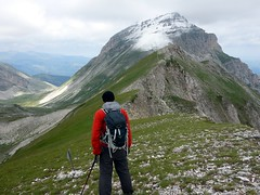 Gazing at Pizzo d'Intermesoli (markhorrell) Tags: italy walking abruzzo gransasso apennines pizzocefalone