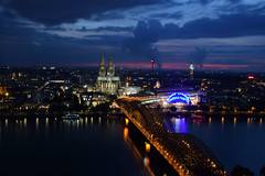 Night Fever@Cologne (marionrosengarten) Tags: cologne longexposure le köln altstadt dom cathedral night natalie triangle bridge hohenzollernbrücke nikon brücke langzeitbelichtung rhein river lights lichter
