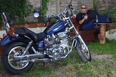 Chillin' (w126uk / Duncan Joint) Tags: virago yamaha pentax strob strobist selfie flash duncanjoint beer doombar biker cruiser cool dude xv750 xv100 xv535