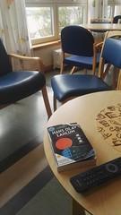 Bookcrossing release (zimort) Tags: bok book bookcrossing wildrelease wenterom bord table hospital sykehus gjvik hansolavlahlum