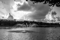 Coimbra, Portugal (Nic Ky) Tags: fluss springbrunnen schwarz weis sonnenstrahlen portugal coimbra studentenstadt brcke