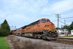BNSF 7580 GE ES44DC (Trucks, Buses, & Trains by granitefan713) Tags: train freighttrain bnsf burlingtonnorthernsantafe ge generalelectric gevo evolutionseries aurorasub bnsfaurorasub lashup rochelle railfan railroad mixedfreight manifest gees44dc es44dc