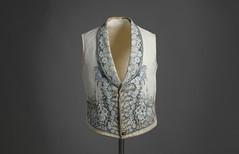 Chaleco. Ca. 1840. Piqué de algodón en blanco con motivos bordados florales en azul (Museo del Traje. CIPE) (Museo del Romanticismo) Tags: siglo xix