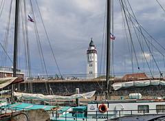 Leuchtturm in Harlingen - Lighthouse in Harlingen (antje whv) Tags: harlingen boote boats holland hafen port leuchtturm lighthouse vuurtoren