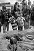 la momie (roland.kara) Tags: insolite surlevif àlavolée curieux momie britishmuseum vitrine visiteurs touristes