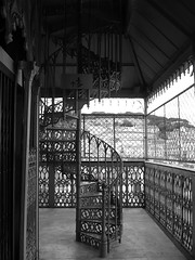 Escalier Santa Justa (Anne DUGAST-SEJOURNE) Tags: lisboa lisbonne portugal santa justa escalier staircase steps