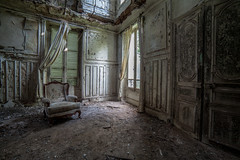 Chateau L'ecolier.. (Mini-UE || Mini-Photography) Tags: france abandoned lost photography chair view decay mini frankrijk verval verlaten miniphotography