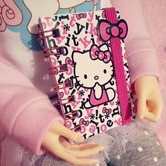 I have an adorable dolly prop find for you! Tonight at Claire's I found this adorable #HelloKitty mini notebook. It has a cute strap on it that keeps it closed and has an attachment to wear it on things. It's perfect for 1/3 scale BJDs!! It was $3.50, but (FreyaBunny19) Tags: square nashville squareformat iphoneography instagramapp uploaded:by=instagram