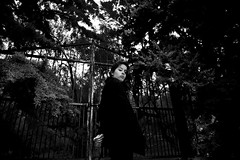 (Lucas Alcntara) Tags: door trees blackandwhite woman blancoynegro forest dark gate hand atmosphere bye atmosfera cancela veryhandy jaquelinelarsen