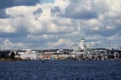 IMG_0047 (www.ilkkajukarainen.fi) Tags: sea meri helsinki finland suomi europa eu scandinavia helsinkicathedral tuomiokirkko maailmanpyr square marketsquare salutorget kauppatori ranta harbour satama nostokurki merimerkki
