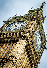 london46 (MrAndyPhillips) Tags: tower clock architecture big angle bell ben bigben spelling mistake