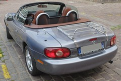 MAZDA MX-5 Roadster - 2002 (xavnco2) Tags: france cars car club automobile meeting mazda juillet amiens mx5 picardie roadster somme 2016 raduno beffroi anciens rassemblement vhicules arpaa