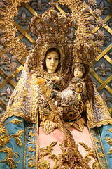 Apo Baket (Lawrence OP) Tags: diamonds stars gold shrine dominican basilica philippines halo crown jesuschrist ourlady blessedvirginmary manaoag ourladyoftherosary