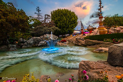 A View of Tomorrowland during Sunset Hour (Domtabon) Tags: california disneyland disney rockets tomorrowland dl dlr astroorbiter disneylandresort mousewait