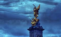Victoria Memorial (Froschknig Photos) Tags: victoria memorial victoriamemorial london buckingham palace buckinghampalace statue knigin kniginvictoria camera360 2016