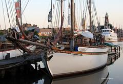 2-IMG_3693 (hemingwayfoto) Tags: anleger bremerhaven deutschland frh hafen leuchtturm morgens norddeutschland nordsee schiff schifffahrt schiffsmast segeln segelschiff sport sportboot verkehr