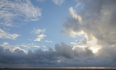 Regenneigung in St. Peter-Ording; Eiderstedt, Nordfriesland (18) (Chironius) Tags: eiderstedt nordfriesland schleswigholstein deutschland germany allemagne alemania germania    ogie pomie szlezwigholsztyn niemcy pomienie stpeterording nordsee meer see wolken clouds wolke nube nuvole sky nuage  himmel ciel cielo hemel  gkyz northsea mardelnorte maredelnord merdunord