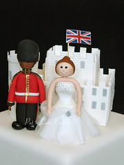 Wedding Cake close-up (Relznik) Tags: wedding cake weddingcake bride groom brideandgroom grenadierguards congratulations castle patacakeparties