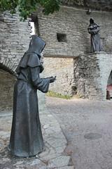 Czarni mnisi (magro_kr) Tags: tallinn estonia eesti harjumaa rzeźba rzezba statua brama sculpture statue gate