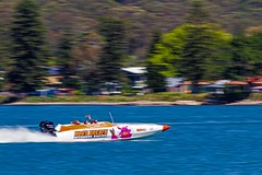Hogs Breath Panning (Sterling67) Tags: hogs breath supa boat offshore racing blue water lakemacquarie panning 100400 outdoor