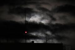 A Lua de hoje 31.12.14 (Ha1000) Tags: light cloud moon luz skyline céu lua prédio nuvem edifício