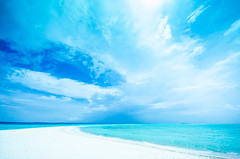 the blue world (maaco) Tags: ocean blue sea sky cloud beach water clouds photoshop sand nikon honeymoon horizon wide sigma resort adobe fourseasons shore 1020mm maldives whitesand stroll sandybeach lightroom baaatoll luxuryresort sandyshore d7000 landaagiraavaru fourseasonsresortmaldivesatlandaagiraavaru