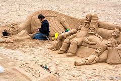 Dando forma al verano. (Manuelbv) Tags: dragon gijn simpsons arena escultura verano artista forma xixn playasanlorenzo