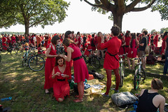 Wuthering Heights Berlin 2016 (Berlin-Knipser) Tags: red berlin rot fun dancing tanz katebush flashmob tempelhof thf wutheringheights spas berlintempelhof flughafentempelhof roteskleid tempelhoferfeld tempelhoferpark tempelhoferfreiheit olympusomdem5 panasonic281235mm themostwutheringheightsdayever
