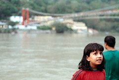 [indian children] (tyronerodovalho1) Tags: india indian bridge rishikeshi uttarakhand ganges river travel life peoople kids children