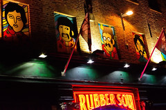Rubber Band (tcees) Tags: thebeatles liverpool mathewst street night bar rubber soul rubbersoul flag