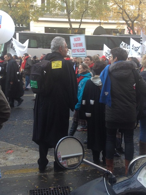 Manifestation des notaires, avocats et autres professions réglementées à Paris le 10 décembre 2014 contre le projet de LOI MACRON visant à stimuler la concurrence