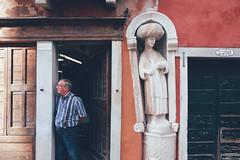 One of the Mori statues near Mori square (Marco Gaggio) Tags: city venice urban italy italia fuji urbanexploration fujifilm venezia urbanphotography cityphotography vsco vscocam vscophile fujixe2