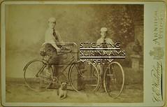 Studio opname twee jongens met fiets