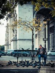 Charles' Pigeons (dennis.grailich) Tags: paris pigeon dove arc triomphe streetphotography charles fujifilm x20 degaulle grailich
