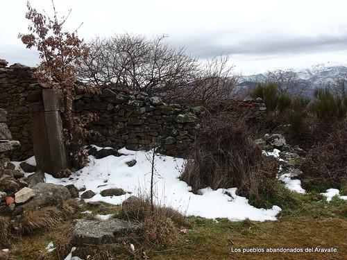 MARCHA-371-los-pueblos-abandonados-valle-de-aravalle-avila-senderismo (14)