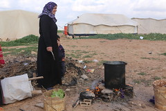 Women IMG_8441 (Thomas Rossi Rassloff) Tags: camp food cooking smile make fire women refugee made welcome frau jordanien lcheln freude kochen willkommen irbid berleben asyl