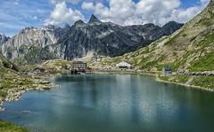 Gran San Bernardo (Col Du Grand St. Bernard) (bervaz) Tags: mountain alpes suiza sony montaa 18200 stbernard a100 sanbernardo martigny 18200mmf3556 dslra100 sal18200 viafrancigena