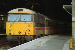 87020, London Euston, October 22nd 1992 (Southsea_Matt) Tags: station train railway manchesterpiccadilly electriclocomotive londoneuston class87 87020 intercitylivery