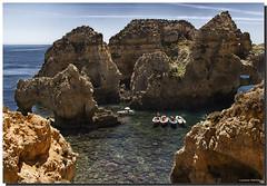 PORTUGAL, EL ALGARVE, LAGOS, PONTA DE PIEDADE (Lorenmart) Tags: naturaleza portugal marina lagos barcas turismo rocas embarcaciones pontadapiedade elalgarve canoneos550d lorenmart