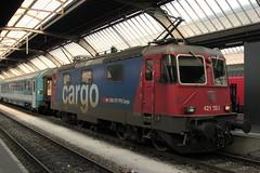 SBB Cargo Lokomotive Re 4/4 II 11392 bzw. SBB Cargo Re 421 392 - 2 ( Hersteller SLM Nr. 5256 - BBC - MFO - SAAS - Baujahr 1984 ) am Bahnhof Zrich im Kanton Zrich der Schweiz (chrchr_75) Tags: chriguhurnibluemailch christoph hurni schweiz suisse switzerland svizzera suissa swiss chrchr chrchr75 chrigu chriughurni mrz 2015 chriguhurni albumbahnenderschweiz albumbahnenderschweiz201516 schweizer bahnen eisenbahn bahn train treno zug albumzzz201503mrz albumsbbre44iiiii lok lokomotive sbb cff ffs schweizerische bundesbahn bundesbahnen re44 re 44 juna zoug trainen tog tren   locomotora lokomotiv locomotief locomotiva locomotive railway rautatie chemin de fer ferrovia  spoorweg  centralstation ferroviaria