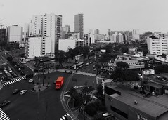 Bird's eye view, Lima (Mariasme) Tags: lookingdown fromabove selectivecolouring red