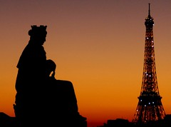 A small measure of peace... (modestino68) Tags: parigi paris torre tower tramonto sunset pace peace luci lights ombre shadows hanszimmer