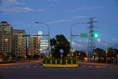 2016-10-20 17.42.39 (pang yu liu) Tags: 2016 10 oct    10  building highrise bade taoyuan  night street  apartment