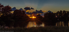 magic moment (Robert Benatzky Picture) Tags: dyke deich wasser water river fluss elbe howerhauptdeich sunrise sonnenuntergang sonne sun reflektionen lichtreflektionen gegenlicht himmel sky robertbenatzkypicture